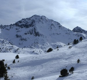 "Grand Valira<br><span class=""cc-link""><a href=""http://www.flickr.com/photos/gerasimenko/118927975/"" target=""_blank"">Autor:arty.gera</a><a href='http://creativecommons.org/licences/by/3.0'>&nbsp;<img class=""cc-icon"" src=""mods/_img/cc_by-small.png""></a></a></span>"