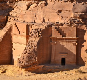"Madain Saleh<br><span class=""cc-link""><a href=""http://www.flickr.com/photos/sammysix/6720497611/"" target=""_blank"">Autor:Sammy Six</a><a href='http://creativecommons.org/licences/by/3.0'>&nbsp;<img class=""cc-icon"" src=""mods/_img/cc_by-small.png""></a></a></span>"