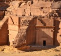"<span class='dscr'>Madain Saleh</span><br><span class=""cc-link""><a href=""http://www.flickr.com/photos/sammysix/6720497611/"" target=""_blank"">Autor:Sammy Six</a><a href='http://creativecommons.org/licences/by/3.0'>&nbsp;<img class=""cc-icon"" src=""mods/_img/cc_by-small.png""></a></a></span>"
