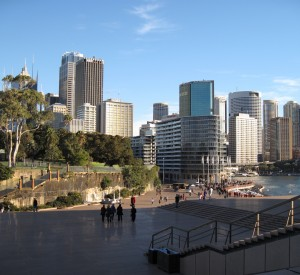"Sydney<br><span class=""cc-link""><a href=""http://www.flickr.com/photos/cimexus/3664095043/"" target=""_blank"">Autor:Cimexus</a><a href='http://creativecommons.org/licences/by-nd/3.0'> <img class=""cc-icon"" src=""mods/_img/cc_by_nd-small.png""></a></a></span>"