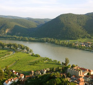 "Dolina Wachau<br><span class=""cc-link""><a href=""http://www.flickr.com/photos/chagiajose/2620688874/"" target=""_blank"">Autor:Cha Gia Jose</a><a href='http://creativecommons.org/licences/by-sa/3.0'>&nbsp;<img class=""cc-icon"" src=""mods/_img/cc_by_sa-small.png""></a></a></span>"