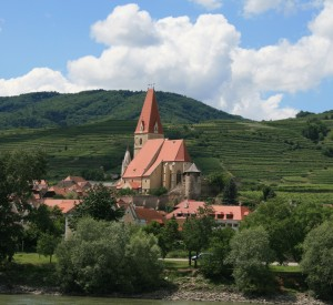 "Dolina Wachau<br><span class=""cc-link""><a href=""http://www.flickr.com/photos/89649959@N00/2224134316/"" target=""_blank"">Autor:Jay8085</a><a href='http://creativecommons.org/licences/by/3.0'>&nbsp;<img class=""cc-icon"" src=""mods/_img/cc_by-small.png""></a></a></span>"