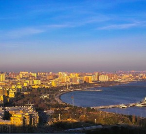 "Baku<br><span class=""cc-link""><a href=""http://www.flickr.com/photos/teuchterlad/1361984572/"" target=""_blank"">Autor:David Davidson</a><a href='http://creativecommons.org/licences/by/3.0'>&nbsp;<img class=""cc-icon"" src=""mods/_img/cc_by-small.png""></a></a></span>"
