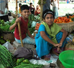 """Dhaka<br><span class=""""cc-link""""><a href=""""http://www.flickr.com/photos/wonderlane/4639472092/"""" target=""""_blank"""">Autor:Wonderlane</a><a href='http://creativecommons.org/licences/by/3.0'>&nbsp;<img class=""""cc-icon"""" src=""""mods/_img/cc_by-small.png""""></a></a></span>"""