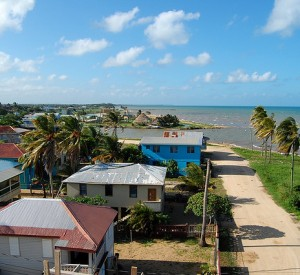 "Dangriga<br><span class=""cc-link""><a href=""http://www.flickr.com/photos/38076430@N05/4019263348/"" target=""_blank"">Autor:Rick Goldman</a><a href='http://creativecommons.org/licences/by-sa/3.0'> <img class=""cc-icon"" src=""mods/_img/cc_by_sa-small.png""></a></a></span>"