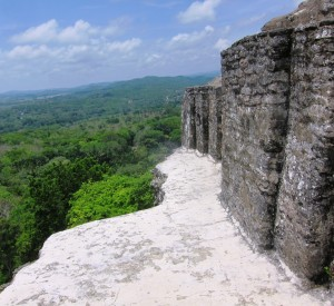"Xunantunich<br><span class=""cc-link""><a href=""http://www.flickr.com/photos/satanoid/5858462048/"" target=""_blank"">Autor:satanoid</a><a href='http://creativecommons.org/licences/by/3.0'>&nbsp;<img class=""cc-icon"" src=""mods/_img/cc_by-small.png""></a></a></span>"