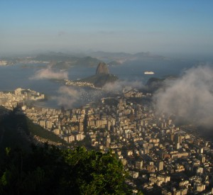 "Rio de Janeiro<br><span class=""cc-link""><a href=""http://www.flickr.com/photos/hectorgarcia/6658701199/"" target=""_blank"">Autor:Hector Garcia</a><a href='http://creativecommons.org/licences/by-sa/3.0'> <img class=""cc-icon"" src=""mods/_img/cc_by_sa-small.png""></a></a></span>"