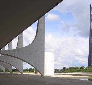 "Brasilia<br><span class=""cc-link""><a href=""http://www.flickr.com/photos/seier/542470779/"" target=""_blank"">Autor:seier+seier</a><a href='http://creativecommons.org/licences/by/3.0'> <img class=""cc-icon"" src=""mods/_img/cc_by-small.png""></a></a></span>"