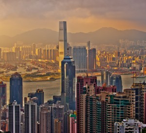 "Hongkong<br><span class=""cc-link""><a href=""http://www.flickr.com/photos/mikebehnken/5063252040/"" target=""_blank"">Autor:Mike Behnken</a><a href='http://creativecommons.org/licences/by-nd/3.0'>&nbsp;<img class=""cc-icon"" src=""mods/_img/cc_by_nd-small.png""></a></a></span>"