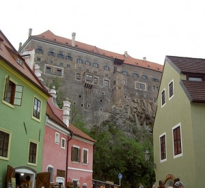 "Cesky Krumlov<br><span class=""cc-link""><a href=""http://www.flickr.com/photos/liddybits/2265881256/"" target=""_blank"">Autor:liddybits</a><a href='http://creativecommons.org/licences/by/3.0'>&nbsp;<img class=""cc-icon"" src=""mods/_img/cc_by-small.png""></a></a></span>"