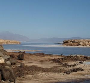 "Jezioro Assal<br><span class=""cc-link"">Autor: Fishercd</span>"