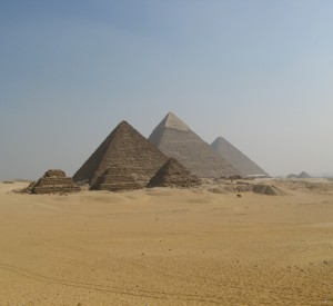 "Giza<br><span class=""cc-link""><a href=""http://www.flickr.com/photos/dungodung/2714816217/"" target=""_blank"">Autor:Filip Malijkovic</a><a href='http://creativecommons.org/licences/by-sa/3.0'> <img class=""cc-icon"" src=""mods/_img/cc_by_sa-small.png""></a></a></span>"