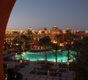 "Hurghada<br><span class=""cc-link""><a href=""http://www.flickr.com/photos/marcusmeissner/3035257192/"" target=""_blank"">Autor:Marcus Meissner</a><a href='http://creativecommons.org/licences/by/3.0'> <img class=""cc-icon"" src=""mods/_img/cc_by-small.png""></a></a></span>"