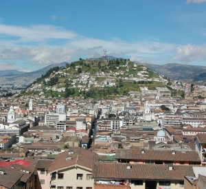 "Quito<br><span class=""cc-link""><a href=""http://www.flickr.com/photos/caneladeurubu/2814153126/"" target=""_blank"">Autor:Marcio Ramalho</a><a href='http://creativecommons.org/licences/by/3.0'> <img class=""cc-icon"" src=""mods/_img/cc_by-small.png""></a></a></span>"