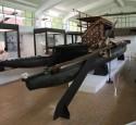 <span class='dscr'>Tradycyjna łódź, jeden z eksponatów w muzeum Fidżi</span>&lt;br&gt;&lt;span class=&quot;cc-link&quot;&gt;&lt;a href=&quot;http://www.flickr.com/photos/heardsy/4845412733/&quot; target=&quot;_blank&quot;&gt;Autor:Mark Heard&lt;/a&gt;&lt;a href=&#039;http://creativecommons.org/licences/by/3.0&#039;&gt;&amp;nbsp;&lt;img class=&quot;cc-icon&quot; src=&quot;mods/_img/cc_by-small.png&quot;&gt;&lt;/a&gt;&lt;/a&gt;&lt;/span&gt;