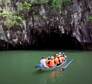 "Park Narodowy Puerto- Princesa<br><span class=""cc-link""><a href=""http://www.flickr.com/photos/bensonkua/6514725731/"" target=""_blank"">Autor:Benson Kua</a><a href='http://creativecommons.org/licences/by-sa/3.0'> <img class=""cc-icon"" src=""mods/_img/cc_by_sa-small.png""></a></a></span>"
