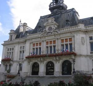 "Ratusz w Vichy<br><span class=""cc-link"">Autor: Julo</span>"