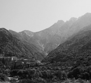 """Klasztor świętego Pawła i wierzchołek góry Athos<br><span class=""""cc-link"""">Autor: Jan Ignacy Czempiński</span>"""