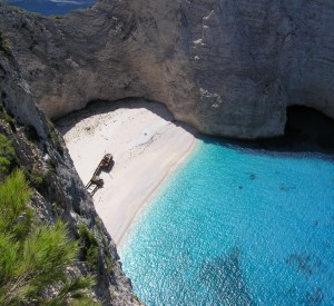 "Plaża Navagio na wyspie Zakynthos<br><span class=""cc-link""><a href=""http://commons.wikimedia.org/wiki/File:Panagiotis_wreck.jpg"" target=""_blank"">Autor:Hehec</a><a href='http://creativecommons.org/licences/by-sa/3.0'>&nbsp;<img class=""cc-icon"" src=""mods/_img/cc_by_sa-small.png""></a></a></span>"