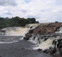 "<span class='dscr'>Orinduik Falls</span><br><span class=""cc-link""><a href=""http://commons.wikimedia.org/wiki/File:Orinduik_Falls_Sept_2007.JPG"" target=""_blank"">Autor:Merlinthewizard</a><a href='http://creativecommons.org/licences/by-sa/3.0'>&nbsp;<img class=""cc-icon"" src=""mods/_img/cc_by_sa-small.png""></a></a></span>"