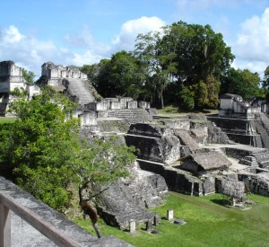 """Park Narodowy Tikal<br><span class=""""cc-link""""><a href=""""http://www.flickr.com/photos/clurr/5755963/"""" target=""""_blank"""">Autor:Claire Rowland</a><a href='http://creativecommons.org/licences/by/3.0'><img class=""""cc-icon"""" src=""""mods/_img/cc_by-small.png""""></a></a></span>"""