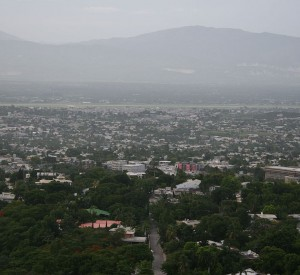 "Port- au- Prince<br><span class=""cc-link""><a href=""http://commons.wikimedia.org/wiki/File:Delmas_48_Haiti.jpg"" target=""_blank"">Autor:Alsandro</a><a href='http://creativecommons.org/licences/by-sa/3.0'> <img class=""cc-icon"" src=""mods/_img/cc_by_sa-small.png""></a></a></span>"