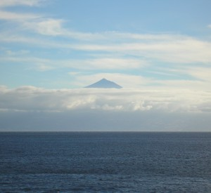 """Wulkan Teide widziany z daleka<br><span class=""""cc-link"""">Autor: Jan Ignacy Czempiński </span>"""