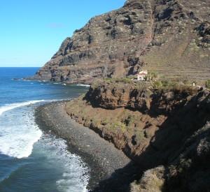 """Skaliste wybrzeże Teneryfy nieopodal Punte del Hidalgo <br><span class=""""cc-link"""">Autor: Jan Ignacy Czempiński </span>"""