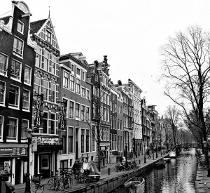 "Amsterdam<br><span class=""cc-link""><a href=""http://www.flickr.com/photos/eisenbahner/4303679254/"" target=""_blank"">Autor:Chris</a><a href='http://creativecommons.org/licences/by/3.0'>&nbsp;<img class=""cc-icon"" src=""mods/_img/cc_by-small.png""></a></a></span>"