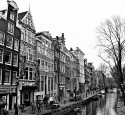 "<span class='dscr'>Amsterdam</span><br><span class=""cc-link""><a href=""http://www.flickr.com/photos/eisenbahner/4303679254/"" target=""_blank"">Autor:Chris</a><a href='http://creativecommons.org/licences/by/3.0'>&nbsp;<img class=""cc-icon"" src=""mods/_img/cc_by-small.png""></a></a></span>"