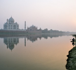Taj Mahal - widok zza rzeki Jamuna