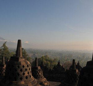 """Borobodur<br><span class=""""cc-link""""><a href=""""http://www.flickr.com/photos/trendscout/4000902512/"""" target=""""_blank"""">Autor:Matthias Mueller</a><a href='http://creativecommons.org/licences/by/3.0'><img class=""""cc-icon"""" src=""""mods/_img/cc_by-small.png""""></a></a></span>"""