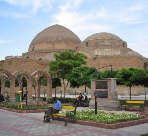 "Tabriz<br><span class=""cc-link""><a href=""http://www.flickr.com/photos/elishka/904567249/"" target=""_blank"">Autor:elishka</a><a href='http://creativecommons.org/licences/by-sa/3.0'> <img class=""cc-icon"" src=""mods/_img/cc_by_sa-small.png""></a></a></span>"