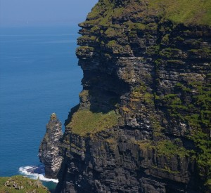 "Klify Moher<br><span class=""cc-link""><a href=""http://www.flickr.com/photos/irishfireside/2251543394/"" target=""_blank"">Autor:IrishFireside</a><a href='http://creativecommons.org/licences/by/3.0'> <img class=""cc-icon"" src=""mods/_img/cc_by-small.png""></a></a></span>"