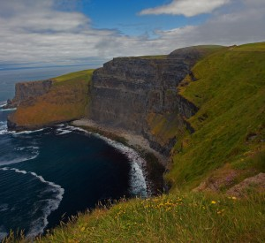 "Klifu Moher w Irlandii<br><span class=""cc-link""><a href=""http://www.flickr.com/photos/emmett_hume/4725972052/"" target=""_blank"">Autor:emmet.hume</a><a href='http://creativecommons.org/licences/by-nd/3.0'>&nbsp;<img class=""cc-icon"" src=""mods/_img/cc_by_nd-small.png""></a></a></span>"