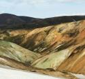 """<span class='dscr'>Kolorowe góry na szlaku Laugavegurinn</span><br><span class=""""cc-link"""">Autor: Jan Ignacy Czempiński</span>"""
