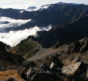 widok ze szczytu Yari-ga-take 3180m npm - Alpy Japońskie