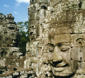 "Angkor<br><span class=""cc-link""><a href=""http://www.flickr.com/photos/azwegers/6198899442/"" target=""_blank"">Autor:Arian Zwegers</a><a href='http://creativecommons.org/licences/by/3.0'> <img class=""cc-icon"" src=""mods/_img/cc_by-small.png""></a></a></span>"