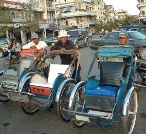 "Phnom Penh<br><span class=""cc-link""><a href=""http://www.flickr.com/photos/kitetraveller/7024904077/"" target=""_blank"">Autor:KiteTraveler.com</a><a href='http://creativecommons.org/licences/by-sa/3.0'> <img class=""cc-icon"" src=""mods/_img/cc_by_sa-small.png""></a></a></span>"