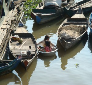 "Tonle Sap<br><span class=""cc-link""><a href=""http://www.flickr.com/photos/clsung/2084825823/"" target=""_blank"">Autor:Alan Sung</a><a href='http://creativecommons.org/licences/by/3.0'> <img class=""cc-icon"" src=""mods/_img/cc_by-small.png""></a></a></span>"