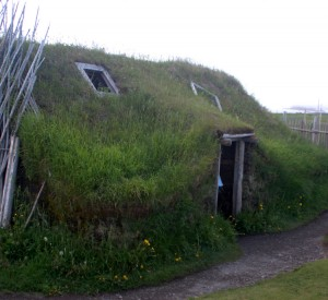 "Park historyczny L'Anse aux Meadows<br><span class=""cc-link""><a href=""http://www.flickr.com/photos/60548141@N00/4096434057/"" target=""_blank"">Autor:Magnolia1000</a><a href='http://creativecommons.org/licences/by/3.0'>&nbsp;<img class=""cc-icon"" src=""mods/_img/cc_by-small.png""></a></a></span>"