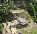 <span class='dscr'>Ciudad Perdida</span>&lt;br&gt;&lt;span class=&quot;cc-link&quot;&gt;&lt;a href=&quot;http://commons.wikimedia.org/wiki/File:YAEL_PHOTOS_898.jpg&quot; target=&quot;_blank&quot;&gt;Autor:Wanderingstan&lt;/a&gt;&lt;a href=&#039;http://creativecommons.org/licences/by-sa/3.0&#039;&gt;&amp;nbsp;&lt;img class=&quot;cc-icon&quot; src=&quot;mods/_img/cc_by_sa-small.png&quot;&gt;&lt;/a&gt;&lt;/a&gt;&lt;/span&gt;