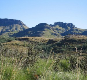 "Góry Smocze, których najwyższym szczyt, Thabana Ntlenyana, sięga 3841 m n.p.m. <br><span class=""cc-link""><a href=""http://www.flickr.com/photos/panr/2458655211/"" target=""_blank"">Autor:Robert Cutts</a><a href='http://creativecommons.org/licences/by/3.0'>&nbsp;<img class=""cc-icon"" src=""mods/_img/cc_by-small.png""></a></a></span>"