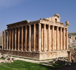 "Świątynia Bachusa w Baalbek<br><span class=""cc-link""><a href=""http://www.flickr.com/photos/cgranycome/7165535335/"" target=""_blank"">Autor:Caroline Granycome</a><a href='http://creativecommons.org/licences/by-sa/3.0'>&nbsp;<img class=""cc-icon"" src=""mods/_img/cc_by_sa-small.png""></a></a></span>"