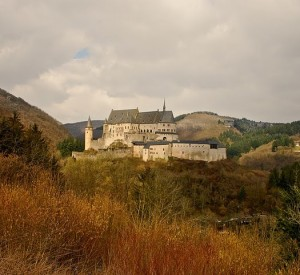 "Zamek w Vianden<br><span class=""cc-link""><a href=""http://www.flickr.com/photos/mikebem/4652539458/"" target=""_blank"">Autor:Mike Bem</a><a href='http://creativecommons.org/licences/by-sa/3.0'>&nbsp;<img class=""cc-icon"" src=""mods/_img/cc_by_sa-small.png""></a></a></span>"