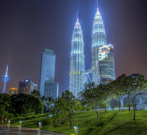 "Kuala Lumpur<br><span class=""cc-link""><a href=""http://www.flickr.com/photos/ezryrahman/5885581528/"" target=""_blank"">Autor:Ezry Abdul Rahman</a><a href='http://creativecommons.org/licences/by/3.0'>&nbsp;<img class=""cc-icon"" src=""mods/_img/cc_by-small.png""></a></a></span>"