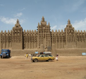 "Djenne<br><span class=""cc-link""><a href=""http://www.flickr.com/photos/300tdorg/2409835942/"" target=""_blank"">Autor:Jurgen</a><a href='http://creativecommons.org/licences/by/3.0'>&nbsp;<img class=""cc-icon"" src=""mods/_img/cc_by-small.png""></a></a></span>"