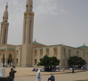 "Meczet w Nouakchott<br><span class=""cc-link""><a href=""http://www.flickr.com/photos/magharebia/6056104740/"" target=""_blank"">Autor:magharebia</a><a href='http://creativecommons.org/licences/by/3.0'>&nbsp;<img class=""cc-icon"" src=""mods/_img/cc_by-small.png""></a></a></span>"