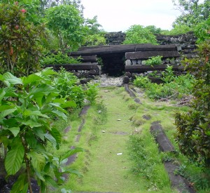 "Nan Madol<br><span class=""cc-link""><a href=""http://www.flickr.com/photos/ctsnow/103667373/"" target=""_blank"">Autor:ctsnow</a><a href='http://creativecommons.org/licences/by/3.0'>&nbsp;<img class=""cc-icon"" src=""mods/_img/cc_by-small.png""></a></a></span>"