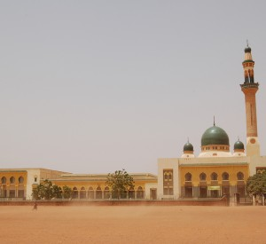 """Niamey<br><span class=""""cc-link""""><a href=""""http://www.flickr.com/photos/rolandh/6251385972/"""" target=""""_blank"""">Autor:Roland</a><a href='http://creativecommons.org/licences/by-sa/3.0'><img class=""""cc-icon"""" src=""""mods/_img/cc_by_sa-small.png""""></a></a></span>"""